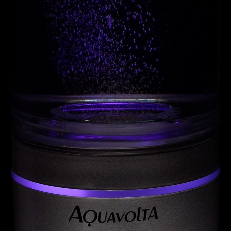 Aquavolta-Nano-H2-Generator-Wasserstoffwasser-Licht-lila-nah-768x768