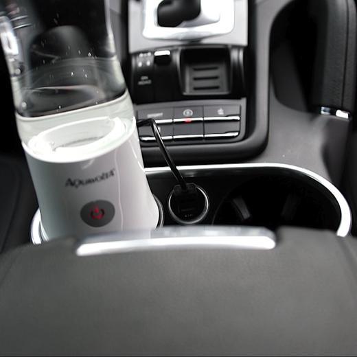 AquaVolta-R-Age2-Go-2-8-Beim-Akku-laden-im-Porsche-Cayenne-9
